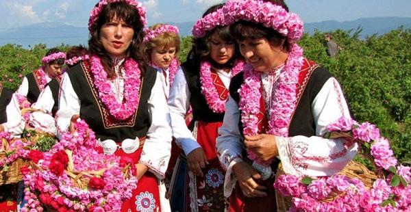 بلغارستان مقام اول صادرات گل رز در جهان را دارد و مهم ترین صادرات بلغارستان عصاره گل رز می باشد.